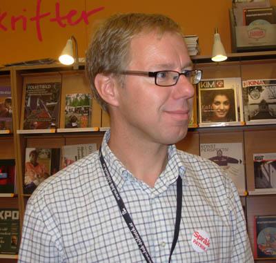 En helt ny tidskrift i montern var Språktidningen och här syns redaktören Patrik Hadenius. - patrik