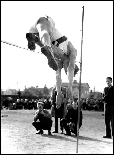 P.O. Enqvist hoppar höjd